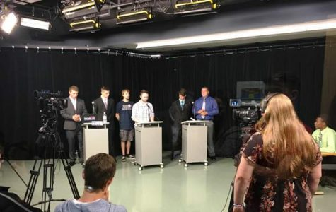 Students air mock presidential debate live