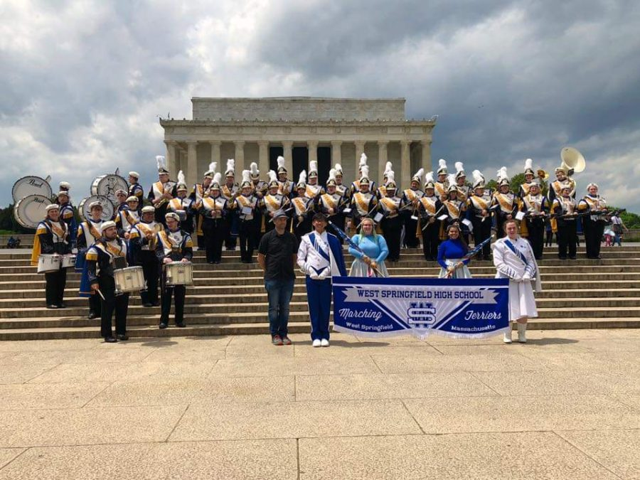 The+WSHS+band+poses+in+front+of+the+Lincoln+Memorial+during+their+field+trip+to+Washington%2C+DC+in+April.